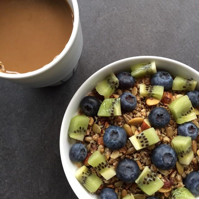 frukost blåbär kiwi
