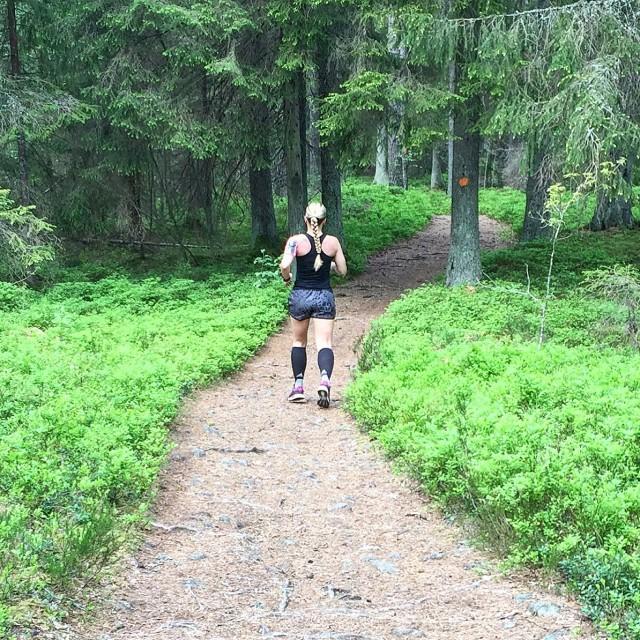 V löpning i skogen 2