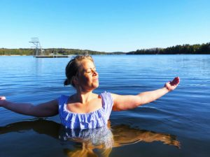 Vårbad i sjön